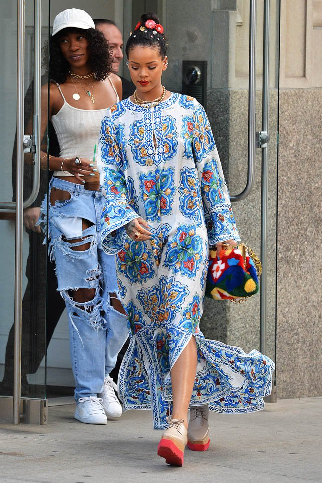rihanna-maxi-dress-30may16-03.jpg