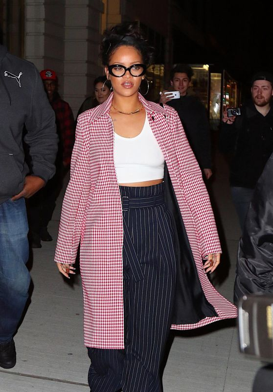 rihanna-night-out-style-new-york-city-1-2-2016-1_thumbnail.jpg